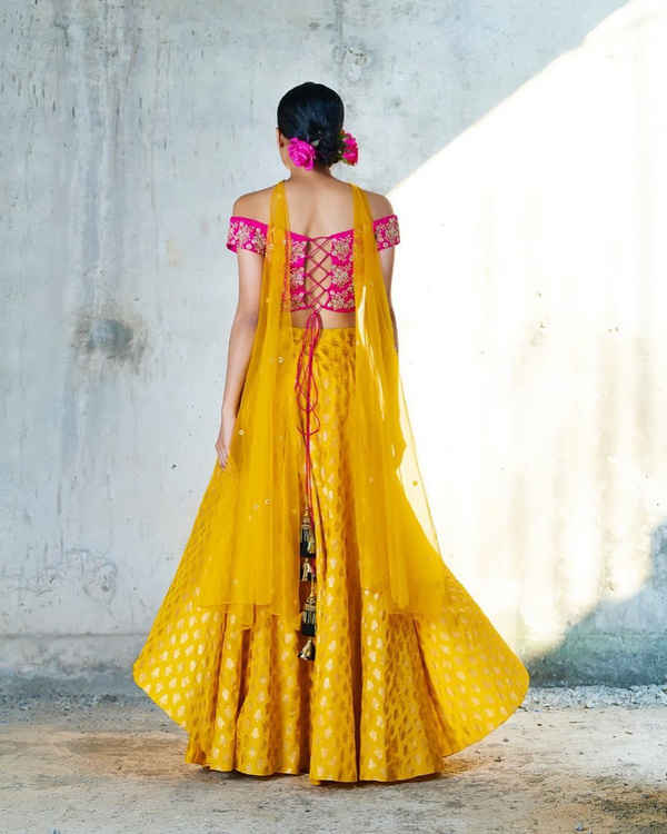 Get gorgeous look by designer blouse