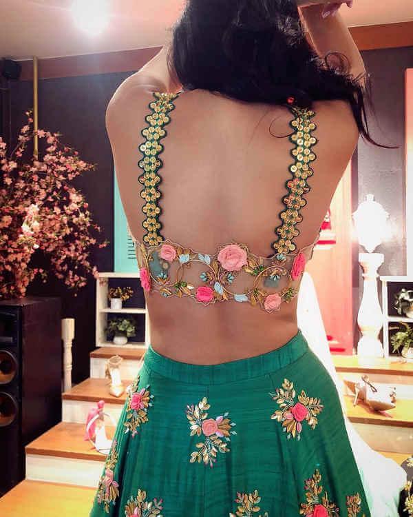 Look beautiful in sleeveless