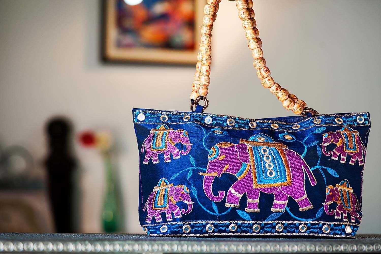 Fashionable hand bags
