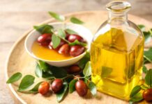 How to use jojoba oil to take care of your hair and skin